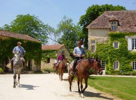 Le Bourdil Blanc | Horse Riding Holidays France